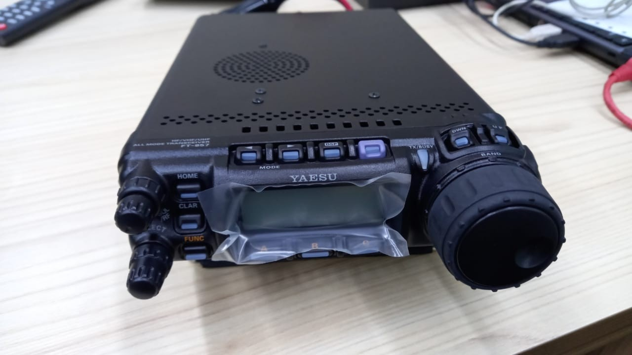 Radio Yaesu FT-857 HF, VHF e UHF móvel